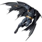 原型制作者、山口勝久の手により漆黒のマントを身に纏い悪を裁く、バットマンの威風堂々たる姿を見事に立体...